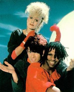 The-Thompson-Twins-image-the-thompson-twins-36204280-297-369