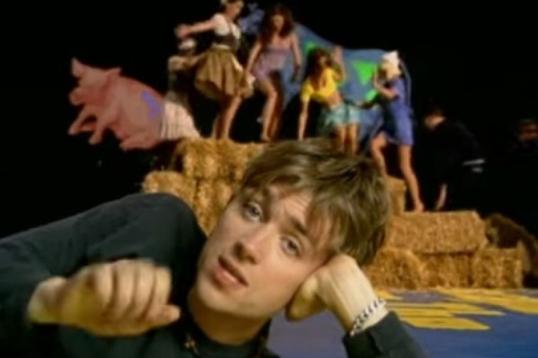 blur-country-house-752x501