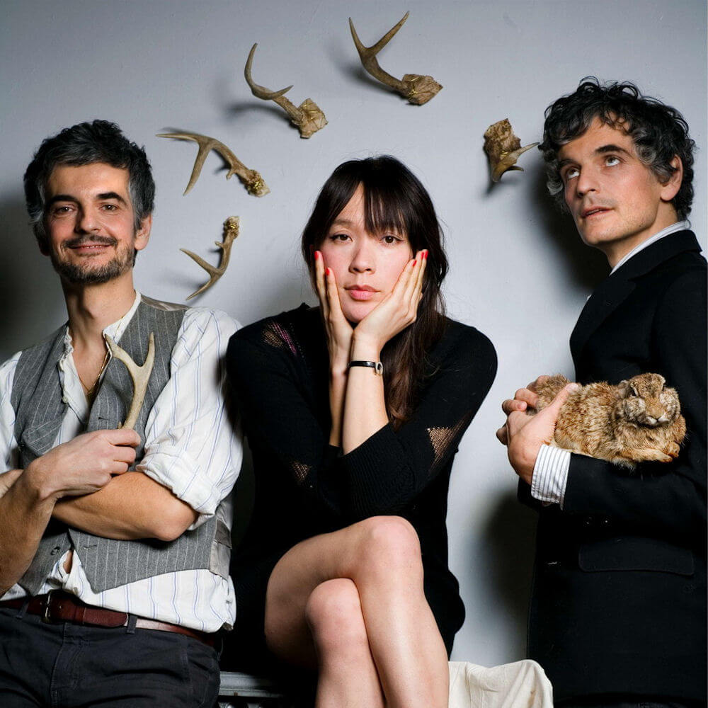 """Blonde Redhead """"Silently"""" Give Me Five"""