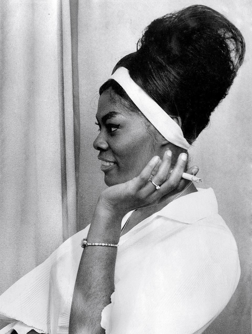 """Dionne Warwick """"(There's) Always Something There To Remind Me"""" Give Me Five"""