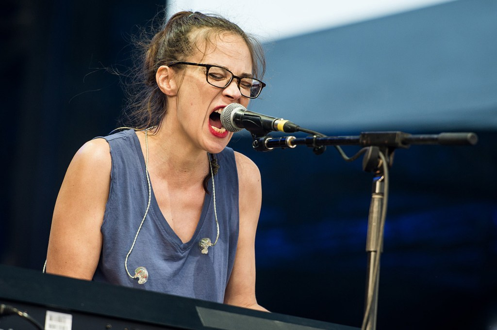 """Fiona Apple """"I Want You To Love Me"""" Give Me Five - Song 1"""
