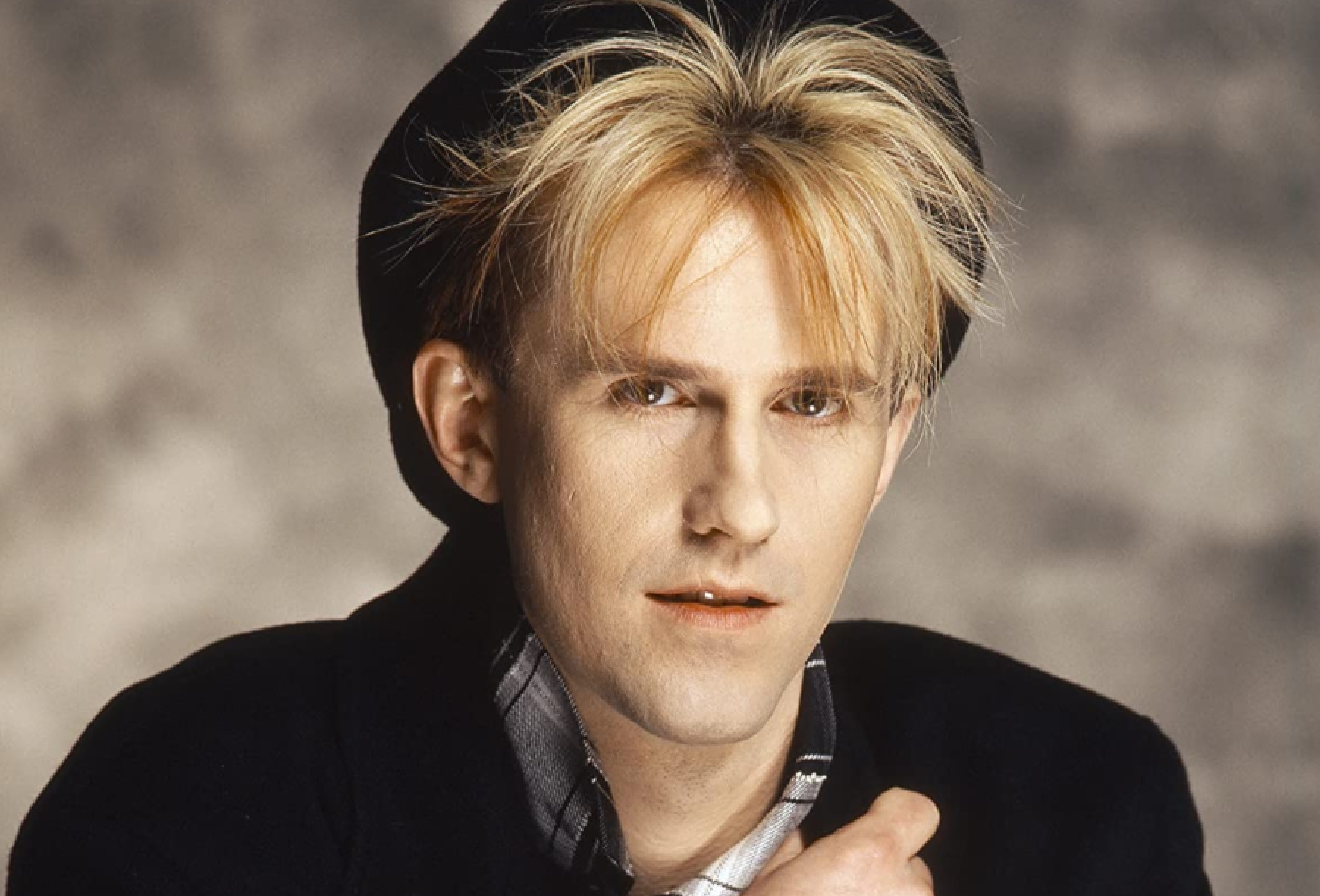 """Howard Jones """"Things Can Only Get Better"""" Give Me Five"""