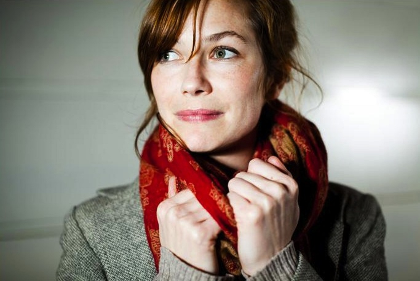 "Mina Tindle ""Give a Little Love"" Give Me Five Song 1"