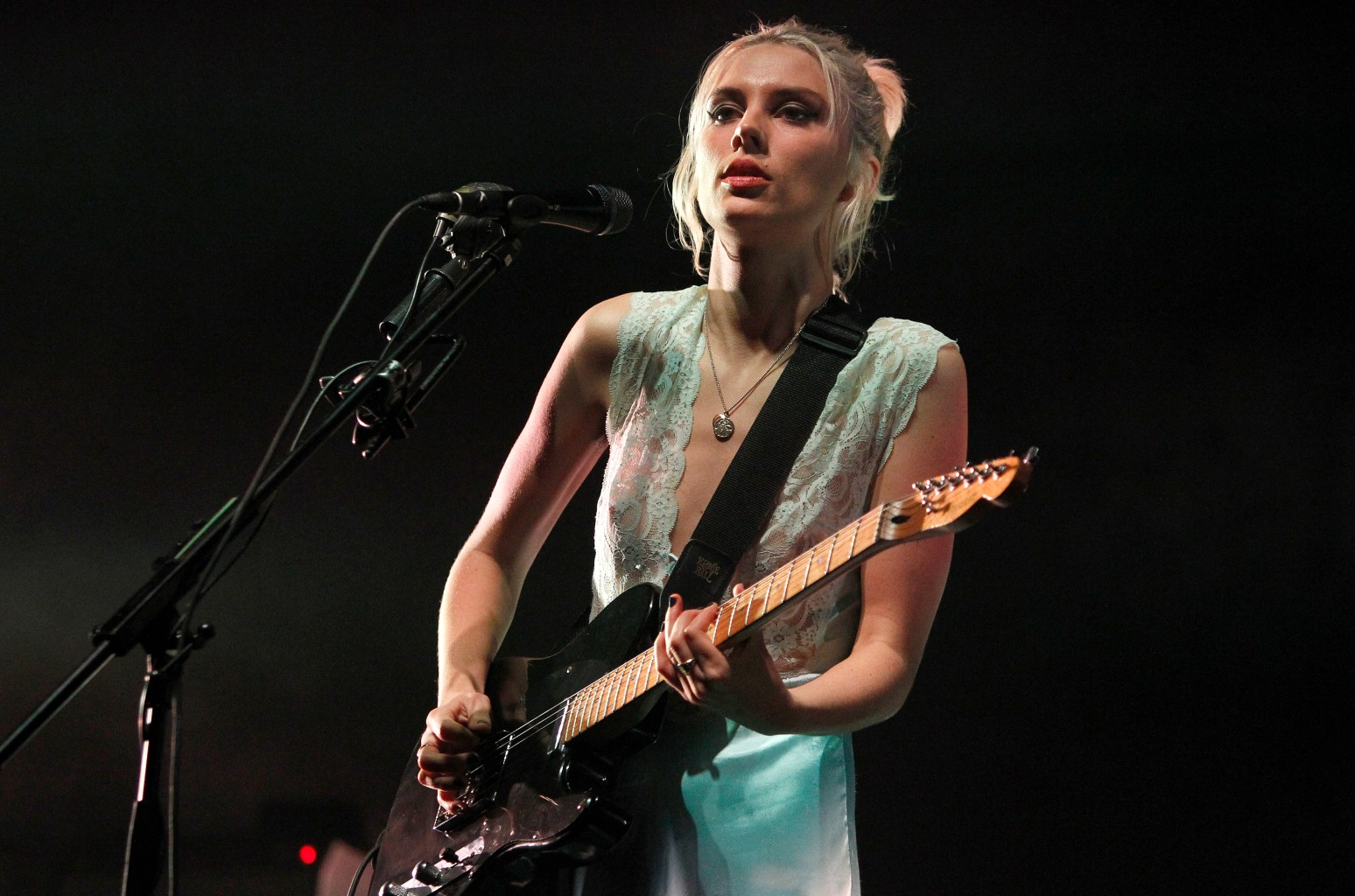 """Wolf Alice """"The Last Man On Earth"""" Give Me Five - Song 1"""